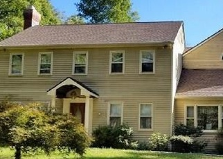 Foreclosed Home in ECHO VALLEY RD, Newtown, CT - 06470