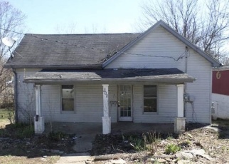 Foreclosed Home in CHURCH ST, Vine Grove, KY - 40175