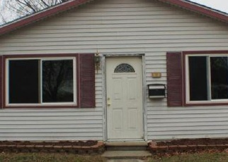 Foreclosed Home en E ROWLAND AVE, Madison Heights, MI - 48071