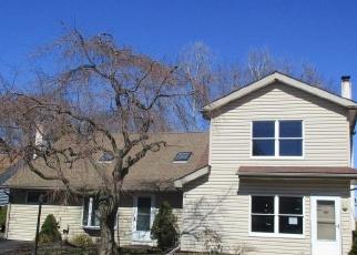 Foreclosed Home en SPRING HILL DR, Harleysville, PA - 19438