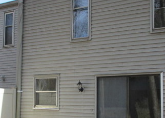 Foreclosed Home en HILLIARD ST, Manchester, CT - 06042