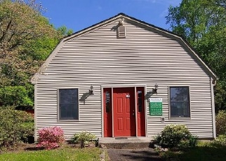Foreclosed Home en UPSON DR, Southington, CT - 06489