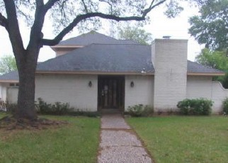 Foreclosed Home in BRIARLEE DR, Houston, TX - 77077