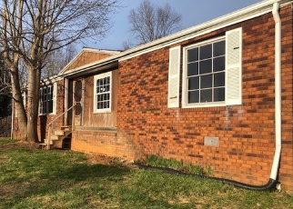 Foreclosed Home en SUMMITT ST, Pounding Mill, VA - 24637