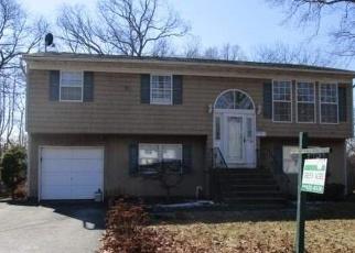Casa en ejecución hipotecaria in Islip, NY, 11751,  CORNELL ST ID: F4395557