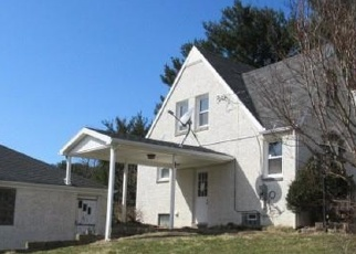 Foreclosed Home en KIRBY AVE NE, Canton, OH - 44705