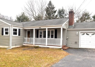 Foreclosed Home en GREENFIELD DR, Trumbull, CT - 06611