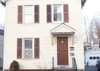 Foreclosed Home en THORPE ST, Danbury, CT - 06810
