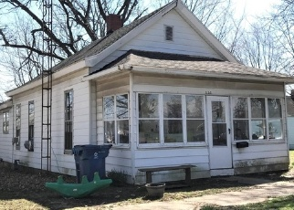 Foreclosed Home in W 10TH ST, Mount Carmel, IL - 62863