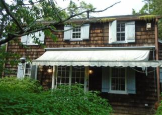 Foreclosed Home en LIBRARY LN, Old Lyme, CT - 06371