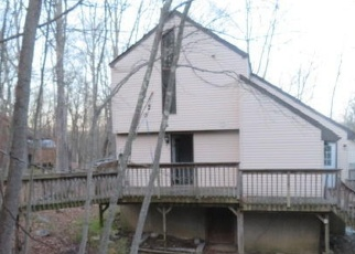 Foreclosed Home en SAUNDERS DR, Bushkill, PA - 18324