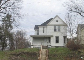 Foreclosed Home in 15TH ST, Moline, IL - 61265