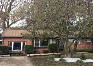Foreclosed Home en DOUMMAR DR, Norfolk, VA - 23518