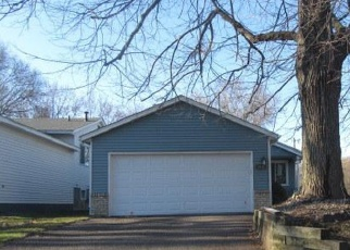 Foreclosed Home en LARPENTEUR AVE E, Saint Paul, MN - 55109