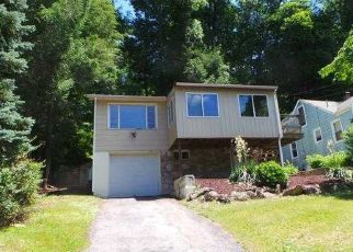 Foreclosed Home in LAVELLE AVE, New Fairfield, CT - 06812