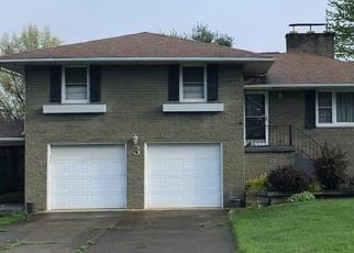 Foreclosed Home en LATTAVO DR, New Castle, PA - 16105