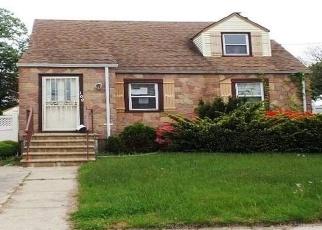 Casa en ejecución hipotecaria in Valley Stream, NY, 11580,  GATES AVE ID: F4399720