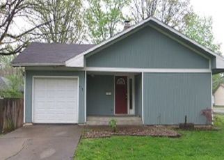 Foreclosed Home in N 9TH ST, Benton, IL - 62812