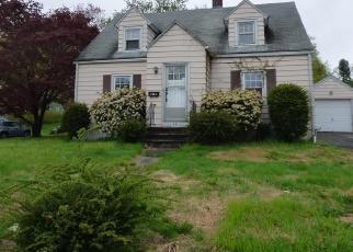 Foreclosed Home en DOUGLAS ST, Southington, CT - 06489