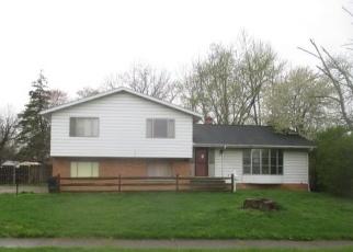 Foreclosed Home en LONGFELLOW DR, Berea, OH - 44017