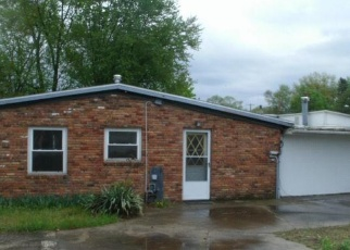Foreclosed Home en RAYNOR DR, Toledo, OH - 43615