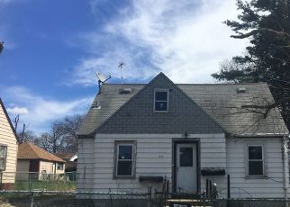 Foreclosed Home in PINE GROVE AVE, Round Lake, IL - 60073