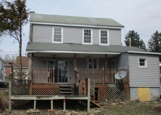 Foreclosed Home en MOORE ST, Millersburg, PA - 17061