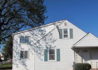 Foreclosed Home en RIVERSIDE RD, Essex, MD - 21221