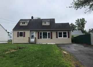Foreclosed Home en VIRGINIA AVE, Danbury, CT - 06810