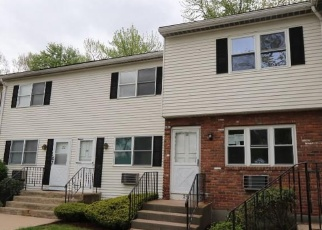 Foreclosed Home en ELM ST, Enfield, CT - 06082