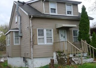 Foreclosed Home in WOODLAWN AVENUE EXT, Bridgeport, CT - 06606