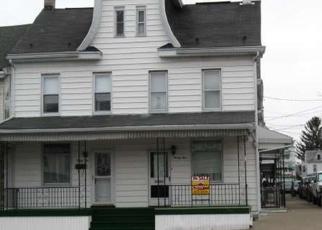 Foreclosed Home en N MARKET ST, Mount Carmel, PA - 17851