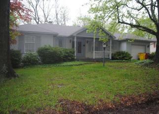 Foreclosed Home en EDGEWOOD LN, Lexington, MO - 64067