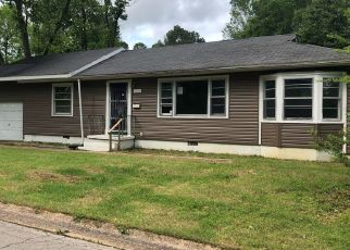Foreclosed Home en PERSHING ST, Poplar Bluff, MO - 63901