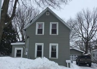 Foreclosed Home en 1ST AVE NW, New Prague, MN - 56071