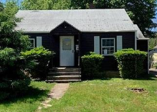 Foreclosed Home en ALDEN ST, Fairfield, CT - 06824