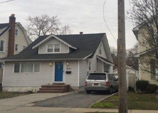 Foreclosed Home en FOREST AVE, Lynbrook, NY - 11563