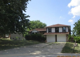 Foreclosed Home en NW AMESBURY CT, Blue Springs, MO - 64015