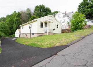 Foreclosed Home en BURWELL AVE, Southington, CT - 06489