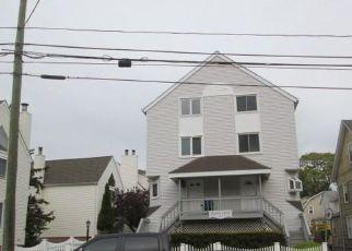 Casa en ejecución hipotecaria in Stamford, CT, 06901,  GROVE ST ID: F4404475