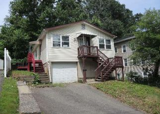 Casa en ejecución hipotecaria in Waterbury, CT, 06708,  BANK ST ID: F4405274
