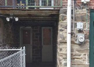 Casa en ejecución hipotecaria in Upper Darby, PA, 19082,  AVON RD ID: F4407155