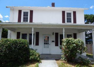 Casa en ejecución hipotecaria in Front Royal, VA, 22630,  CLOUD ST ID: F4407391