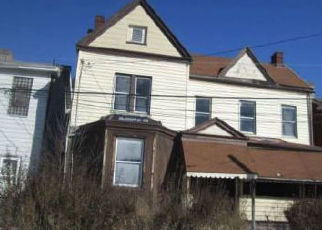 Casa en ejecución hipotecaria in Pittsburgh, PA, 15206,  TENNIS ST ID: F4412261
