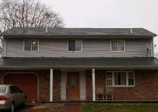 Casa en ejecución hipotecaria in Central Islip, NY, 11722,  ROOT AVE ID: F4413040