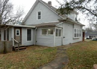Casa en ejecución hipotecaria in Richmond, MO, 64085,  N COLLEGE ST ID: F4421721