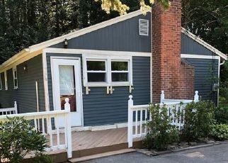 Casa en ejecución hipotecaria in Simsbury, CT, 06070,  FERNWOOD DR ID: F4424062
