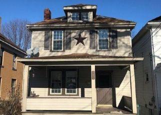 Casa en ejecución hipotecaria in Coraopolis, PA, 15108,  7TH AVE ID: F4445020