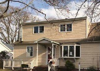 Casa en ejecución hipotecaria in Bayport, NY, 11705,  BAYVIEW AVE ID: F4455887