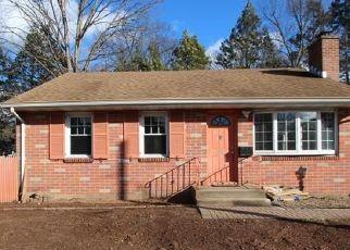 Casa en ejecución hipotecaria in Newington, CT, 06111,  BUCK ST ID: F4456351